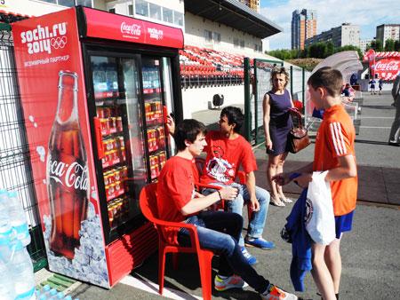 холодильник Coca-Cola
